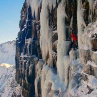 Ice climb on the Devils Kitchen Cliffs (Sean Kelly)