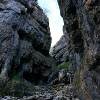 Looking up Gordale Scar (Dave Wylie)